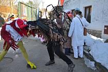 Již 26. masopustní průvod v Jilmu odstartovalo o uplynulém víkendu kohoutí kokrhání.