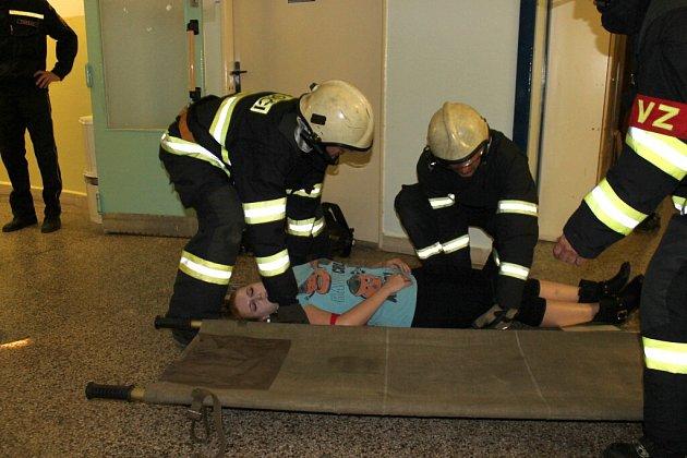 V jindřichohradecké nemocnici se uskutečnilo cvičení s hasiči a záchrankou simulující výbuch.