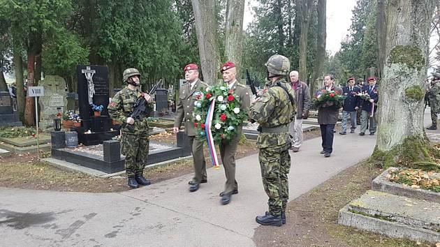 44. lehký motorizovaný prapor Jindřichův Hradec si připomněl Den válečných veteránů.