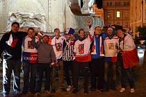 Fandit našim hokejistům můžete i na jindřichohradeckém náměstí Míru před velkoplošnou obrazovkou.