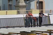 Oprava lávky v Jindřichově Hradci bude dokončena 19. července.