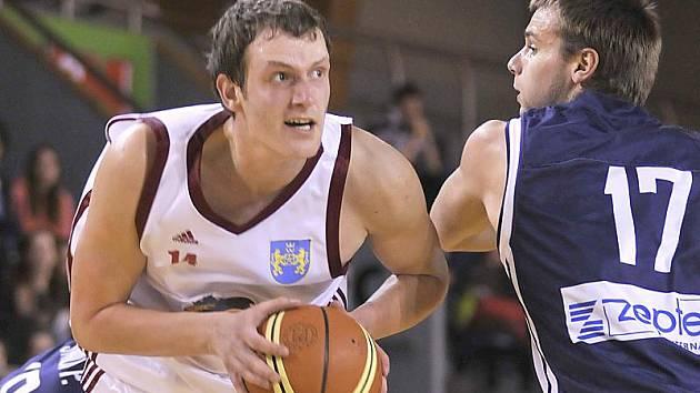 Pivot Ivo Prachař je nezkušenějším hráčem Lions a před svým příchodem  na jih Čech navíc působil právě ve Zlíně. I proto na něj bude jindřichohradecký celek při nadcházející čtvrtfinálové sérii play off I. ligy basketbalistů hodně spoléhat.