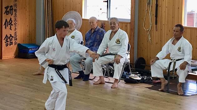 Český reprezentant Vít Masař měl možnost trénovat v japonské Okinawě pod dohledem mistrů tradičního karate.