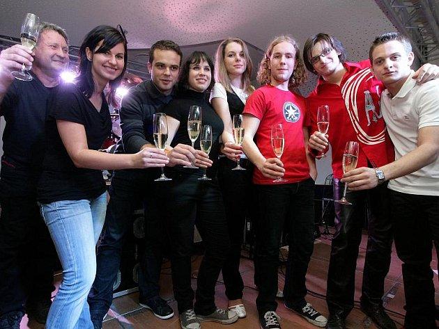 SLAVNOST. Křest nového CD třeboňské kapely Milerium.