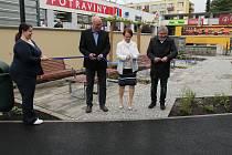Novou tvář dostalo veřejné prostranství před nákupním centrem Hliník v Třeboni.