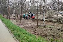 Začala stavba stezky, která propojí jindřichohradeckou Denisovu ulici se silnicí na Jindřiš.