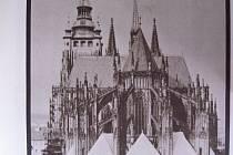 SVATOVÍTSKÝ chrám, první místo, kde se objevily skleněné výplně oken.