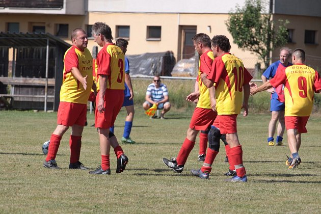 Dva zápasy fotbalových starých gard s Košicemi a Myslkovicemi, či vystoupení gymnastek a cvičenek aerobiku. V Deštné o tamní pouti oslavili 110 let od založení tělovýchovné jednoty Sokol.