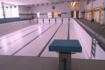 Prázdné bazény čekají na napuštění vodou.