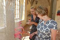 Výstava Vidličkou, jehlou a kleštěmi Radky a Vlastimila Vodákových je k vidění v křížové chodbě minoritského kláštera.