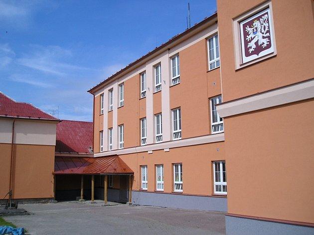 Základní a mateřská škola v Českém Rudolci.
