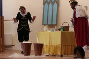 Představení Byl jednou jeden král v podání ochotníků z Pluhova Žďáru.