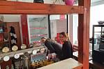 V domanínské hospodě u Třeboně se majitel Petr Rozboud rozhodl vymalovat.