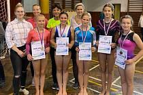 Sportovní gymnastky jindřichohradeckého Slovanu získaly na přeboru Jihočeského kraje a Vysočiny celkem 12 medailí, z toho pět zlatých. Foto: M. Belšánová
