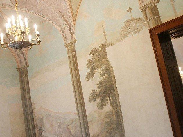 Ve státním zámku Dačice otevřeli pro návštěvníky  nový sál s restaurovanými malbami s krajinnými motivy.