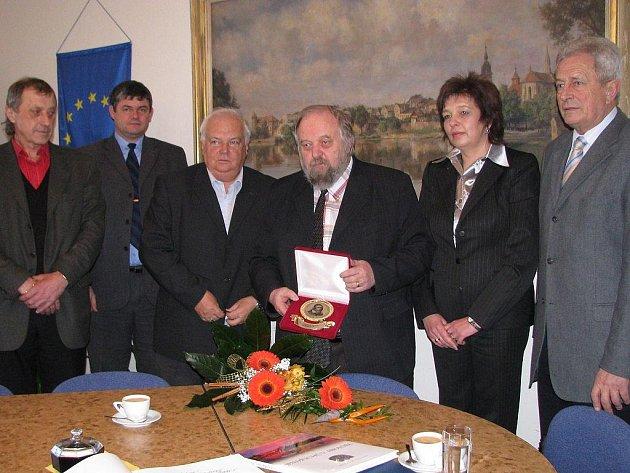 Ředitel 6. základní školy v Jindřichově Hradci Rudolf Macek se loučí.