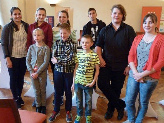 V soutěži Sapere - vědět, jak žít zvítězila družstva z hradecké obchodní akademie i 5. základní školy.