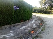 Obyvatele Radouňky u Jindřichova Hradce čekají perné dny, začíná totiž rekonstrukce ulic a pokládka dešťové kanalizace.