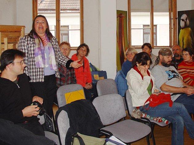 Jana Bochníčková představuje činnost Společnství vesnických žen a selek.