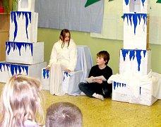 Děti zahrály pohádku o Sněhové královně.
