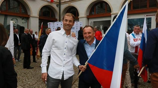 Zahájení mistrovství Evropy v letecké akrobacii v kategorii Unlimited v Jindřichově Hradci.