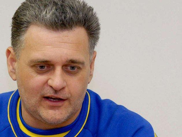 Trenér interligových házenkářek J. Hradce René Kumpán.