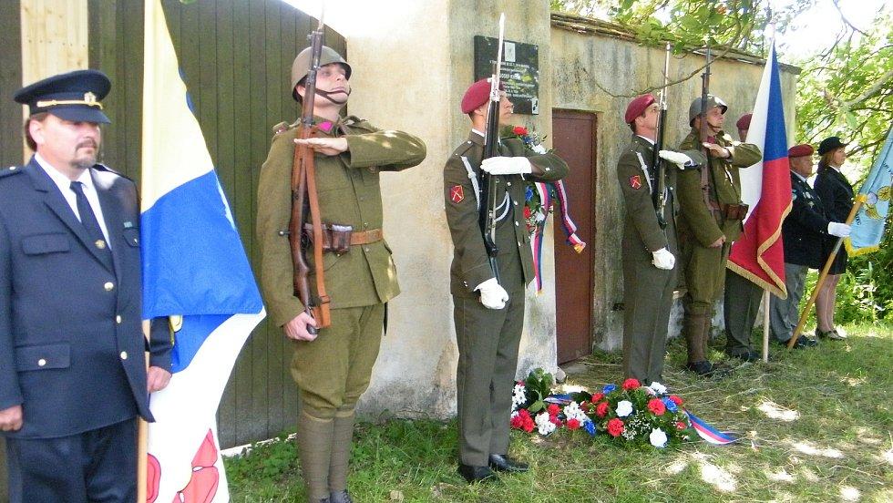 V Plavsku v roce 2019 slavili 640. výročí první písemné zmínky o obci a u té příležitosti slavnostně odhalili desku na rodném domě generálmajora Josefa Kholla, který padl v boji o Duklu roku 1944.