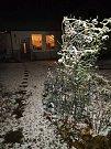V neděli večer začalo sněžit. Roseč.