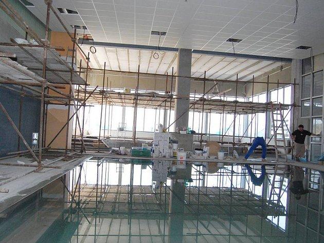 Pohled na malý bazén v průběhu první etapy přestavby, která byla dokončena začátkem listopadu tohoto roku.