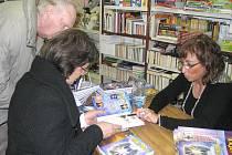 Spisovatelka Zdenka Blechová (na snímku) uspořádala autogramiádu v knihkupectví N.S. Centrum (U Lenky) v Panské ulici v Jindřichově Hradci.