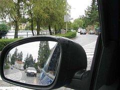 Nábřeží Ladislava Stehny patří k nejvytíženějším dopravním tepnám Jindřichova Hradce.