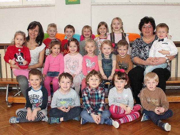 Vprvní třídě odloučeného pracoviště 4.mateřské školy ve Sládkově ulici vJindřichově Hradci se oděti starají Iva Kostková a Magdalena Tesařová.