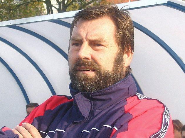 LODIVOD SKONČIL. Karel Špaček odtáhl na lavičce fotbalového Slovanu tři a půl sezony. Zažil postup i pád, nyní na podzim dovedl své svěřence k osmému místu v krajské I. A třídě. A také se nebojí  otevřeně hovořit i o nepříjemných věcech.