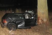 Pohled na zcela demolovaný golf, ve kterém u Lomnice nad Lužnicí tragicky zahynul jedenadvacetiletý  řidič.