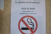 Nekuřácký Švejk bar u pivnice U Šmiků.