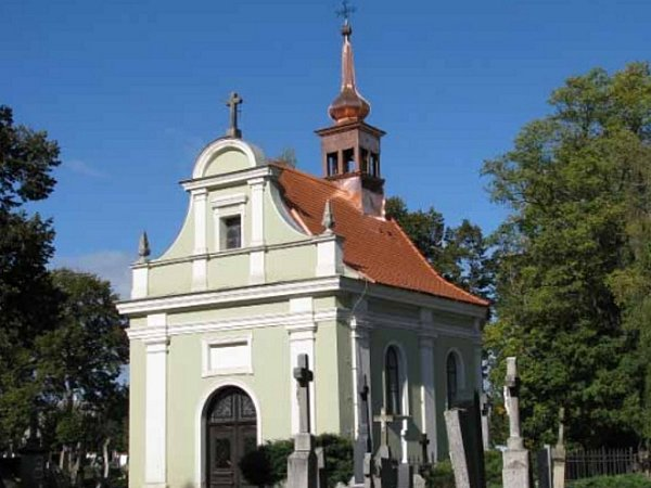 Opravená kaple svatého Rocha vDačicích.
