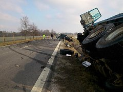 Pohled na místo tragické nehody na silnici mezi Třeboní a Lomnicí nad Lužnicí. Foto: HZS JČK