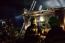 Noční požár mobilního domu v Oldřiši.