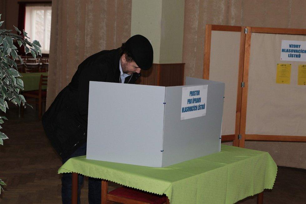 Sobotní dopolední návštěva ve volební místnosti v Lodhéřově (okrsek pro Lodhéřov a Najdek).