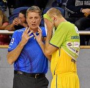 KAPITÁN Stanislav Zuzák (vpravo) již asistentem Karla Forejta není.