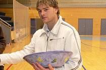 Klíčový hráč novobystřických Lennyho křídel David Frühauf opět potvrdil, že mu hala svědčí. Vyhlášený kanonýr pěti brankami pomohl svému celku v premiéře okresního kola futsalového Poháru ČMFS uhrát druhé místo.