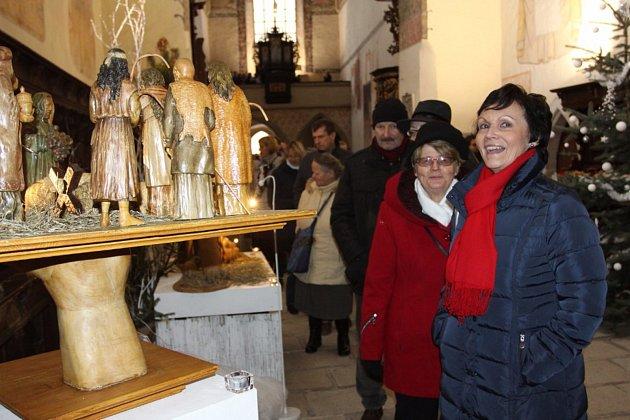 V kostele sv. Jana Křtitele je k vidění výstava Betlémy a dřevořezby Jiřího Bürgera. Foto: Josef Böhm