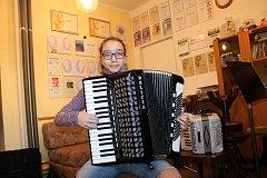 Marie Závodská z Bednárce má již na kontě řadu úspěchů i v mezinárodních soutěžích ve hře na akordeon.