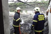 V jedné z budov kdysi slavné velkovýkrmby Gigant v Třeboni hořelo.