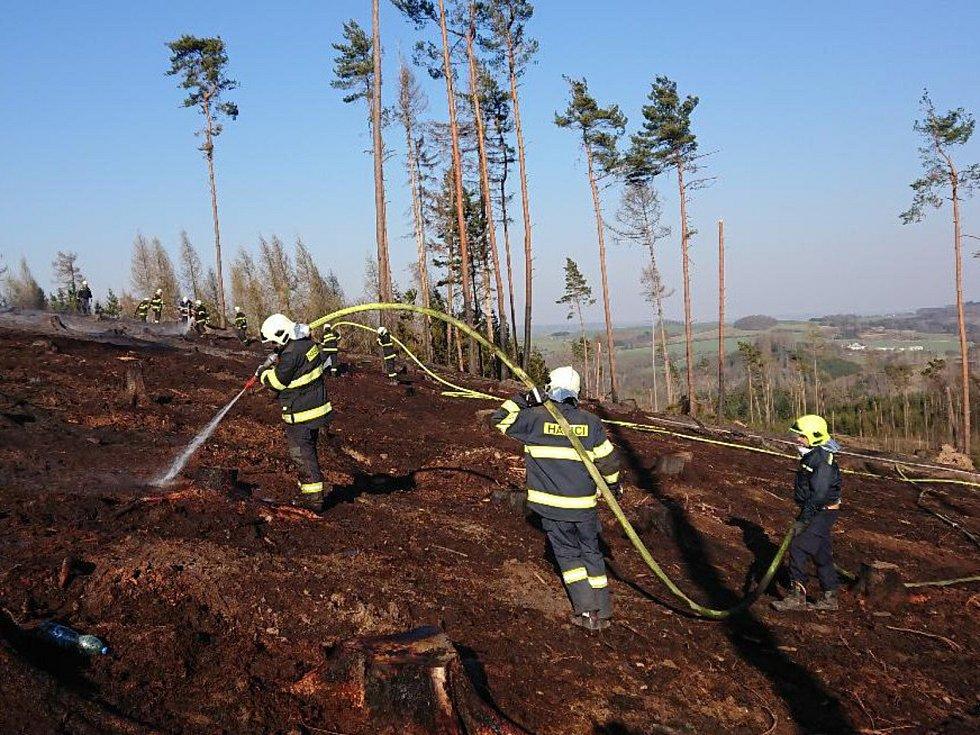 Rozsáhlý požár lesa u Cizkrajova na Dačicku.