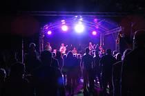 V parku pod gymnáziem si Jindřichohradečáci mohli ve středu 26. srpna užít doslova hip-hopový svátek s Katem a jeho partičkou.