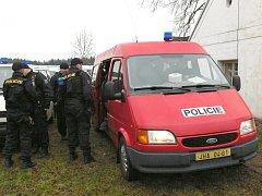 Rozsáhlá pátrací akce po muži podezřelém z pokusu o vraždu v okolí Matné u Jindřichova Hradce.