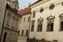 Kvůli demontáži komínového tělesa bude v sobotu 18. a v neděli 19. listopadu vždy od 7 do 17 hodin zcela uzavřený průjezd Balbínovým náměstím, konkrétně v místech u kaple sv. Maří Magdaleny směrem dolů k Nežárecké bráně.