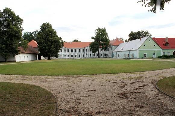 Zámek Jemčina.