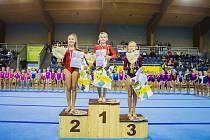 Hradecký Slovan slavil na MČR jednotlivkyň kategorie C velký triumf v podobě zlaté medaile pro žákyni Barboru Dvořákovou (uprostřed).